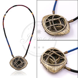 China La maravilla apoya resplandor fluorescente del amuleto del doctor Strange Necklace Eye Of Agamotto fábrica